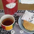 紅茶を飲む
