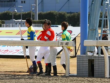 120219ポニーレースin川崎-白旗担当は藤江渉騎手