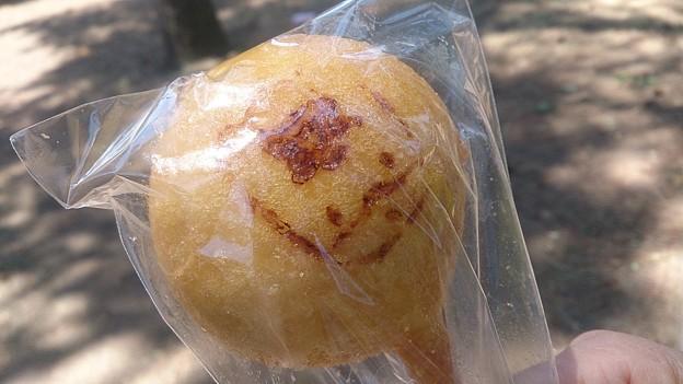 Photos: スワンパーティーサービスさん@正田スタのまんまるぐんまちゃん(320円)。温泉まんじゅうをアメリカンドック風に揚げてぐんまちゃんの焼き印ポン。後で食べるお。 #sutameshi