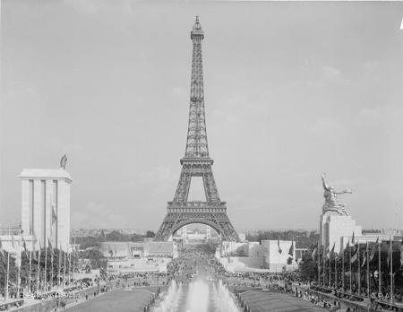 La_Tour_Eiffel_en_1937