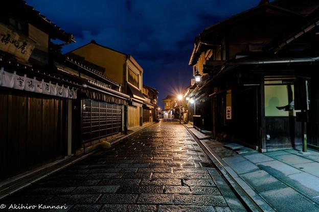 写真: 夜の二年坂
