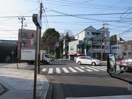 2 白旗神社を過ぎて、白旗交差点 左折