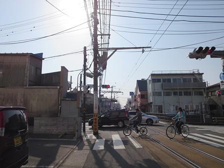 神戸橋 腰越駅手前の信号です 左折