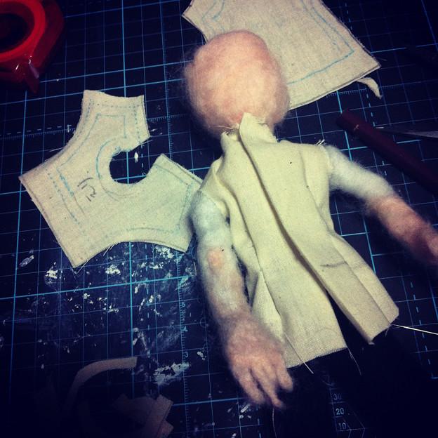 写真: 衣装の仮縫い