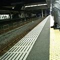 写真: 次の電車が来るまで20分待...