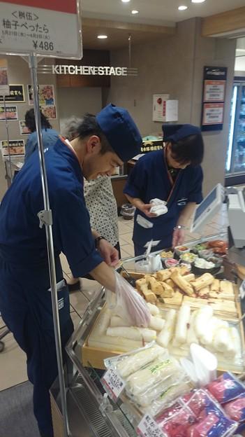 写真: 札幌丸井今井地階1階食品フロアがリモデルオープン。 毎日のお買い...
