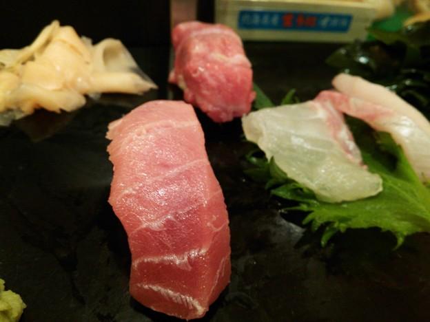 寿司幸の中トロ!(奥は、大トロ)