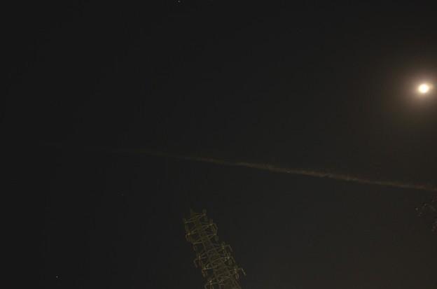真夜中の飛行機雲