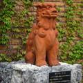 写真: 春の東山動植物園 No - 065:コアラ舎出口横にシーサー!?