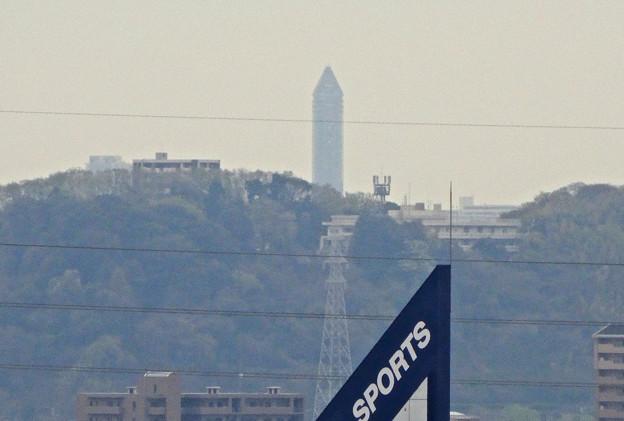 写真: 落合公園:水の塔最上部から見えた東山スカイタワー - 1