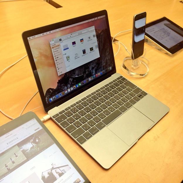 新しいMacBook 12インチ(たぶんシルバーモデル?)