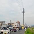 写真: 太い電信柱!?…と思ったら、何かで覆われた(?)送電線の鉄塔 - 3