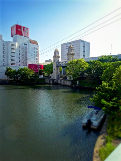 松重橋から見た松重閘門(チルトシフト、フィルター有り)- 3