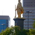 写真: JR岐阜駅前の織田信長像(昼) - 4