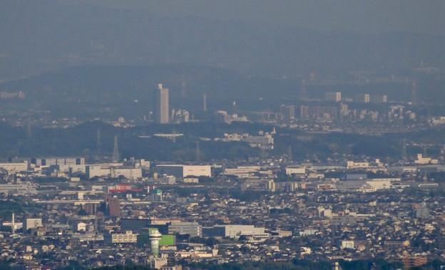 写真: 岐阜城天守閣から見た景色 No - 21:桃花台ニュータウンと中部大学