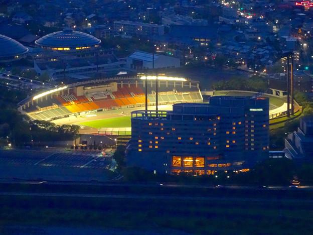 岐阜公園:展望レストランの展望台から見た夜景 - 10(長良川競技場)