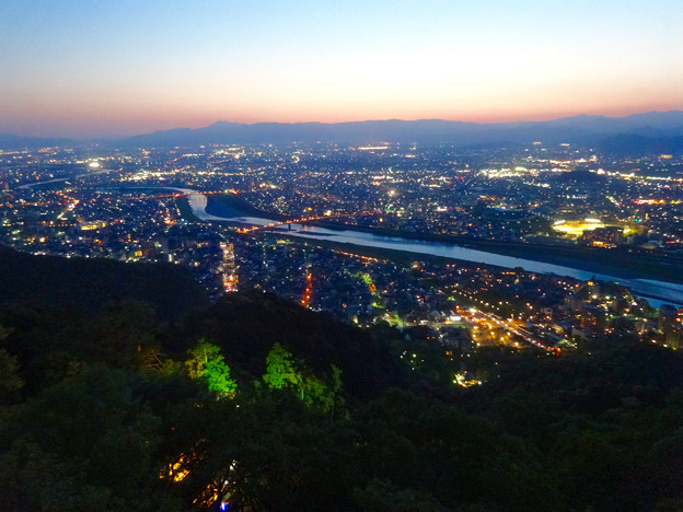 岐阜公園:展望レストランの展望台から見た夜景 - 21(長良川)