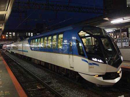 近鉄50000系しまかぜ 近鉄京都線大和西大寺駅01