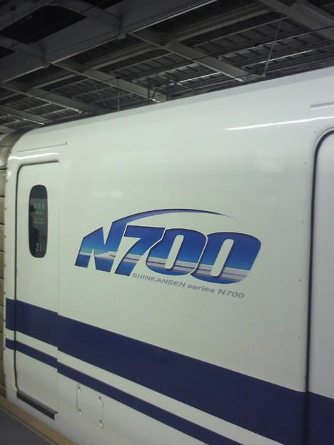 写真: 新大阪24番線にのぞみ396号入線。何とN700系Z1編成、すなわちトップナン...