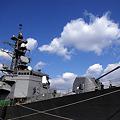Photos: 艦橋と127mm速射砲