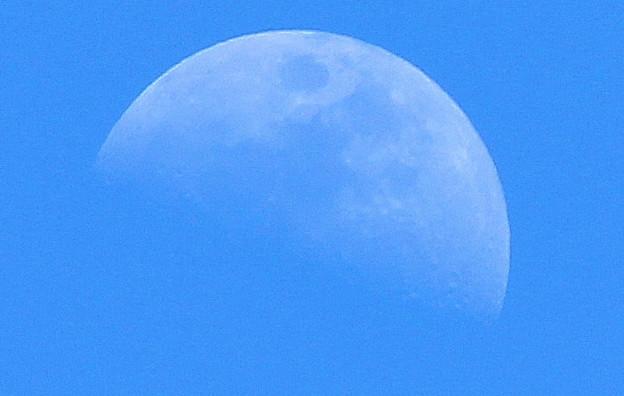 上弦の月・・・1  04:26