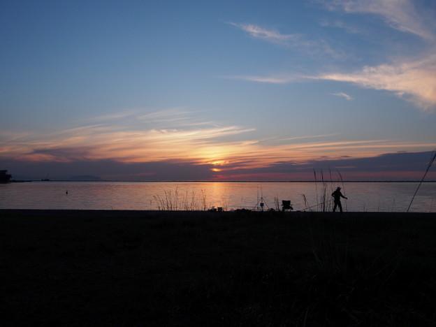 夕景と釣り人