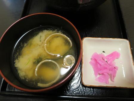 粋菜庵しなの トリ天丼(全国ご当地どんぶりまつり限定) 副菜の様子