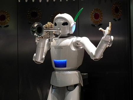 産業技術記念館:パートナーロボット演奏