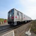 写真: 原生花園駅を通過する列車