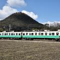 Photos: おにぎり山(白山)と長尾線1300形
