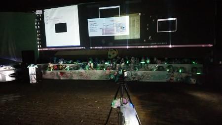 ステージ下の祭壇の全景。 ではこれより、「伊自良湖夜桜ミク2」、...