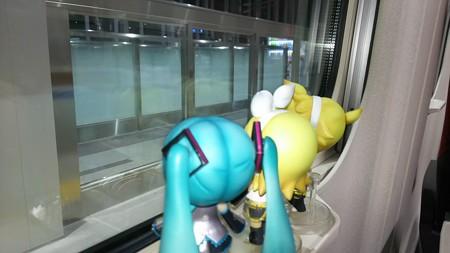 ミク:「富山駅に停車です!」 リン:「次はもう終点の金沢だゅ!」