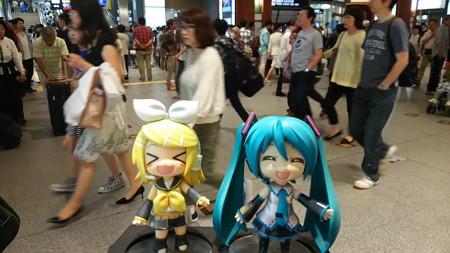 ミク:「金沢駅に戻ってきました!」 リン:「早くぅ~! カレーカ...