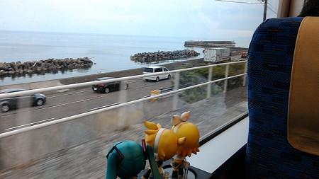 有間川駅に停車。 レン:「ここも懐かしい駅だね」 ミク:「すごい...