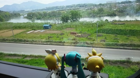長野→飯山間、立ヶ花付近。 ミク:「わぁーい千曲川!!」 リン:...