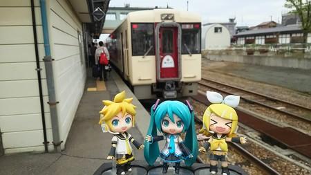リン:「十日町駅に到着ぅー♪」 ミク:「お疲れ様でした。ここで温...