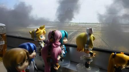 リン:「ケムリもくもくーーー!!!」 ミク:「これだけ煙が凄いと...
