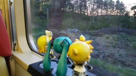 磐梯町→翁島間、更級信号場に運転停車。 リン:「なんか、クマでも...