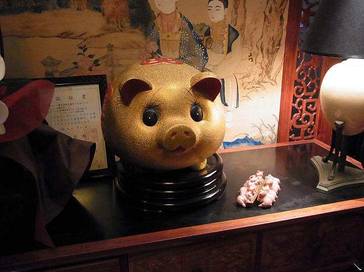 入り口の豚さん