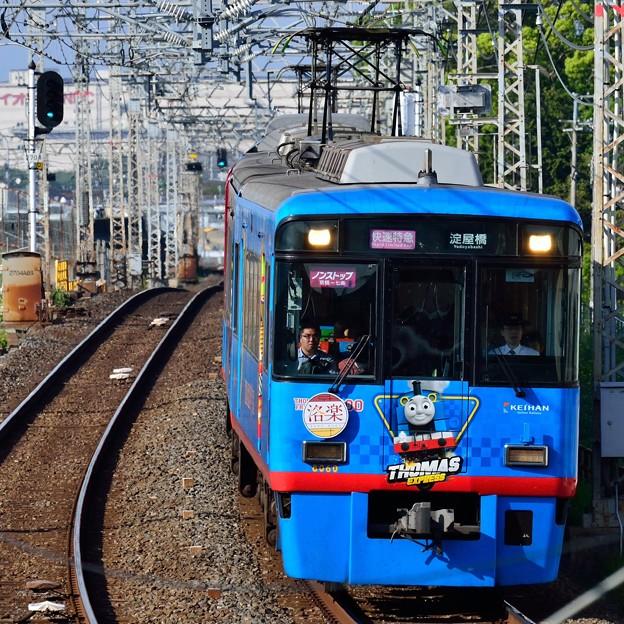 Photos: 2015_0426_160832_京阪8000系電車 トーマス塗装