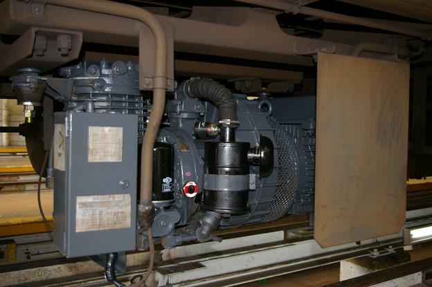 電動空気圧縮機 C1600S E217系 東京総合車両センター