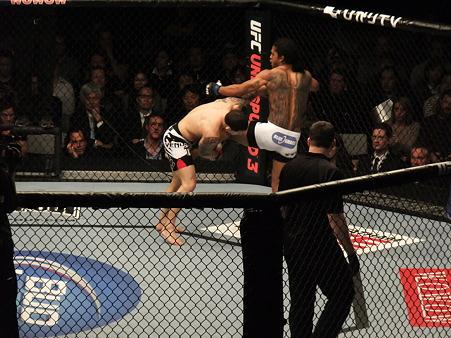UFC 144 ライト級タイトルマッチ フランク・エドガーvsベンソン・ヘンダーソン (6)