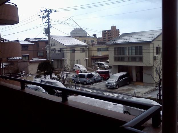 今朝の新潟市内 ちょっとしか雪積もってません。 残念。