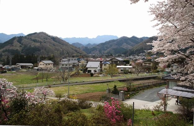 小鹿神社の近くからの両神山