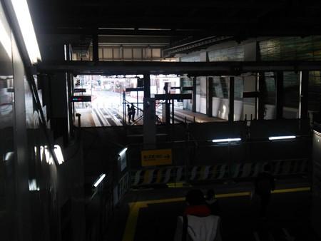 富山駅の仮コンコースから