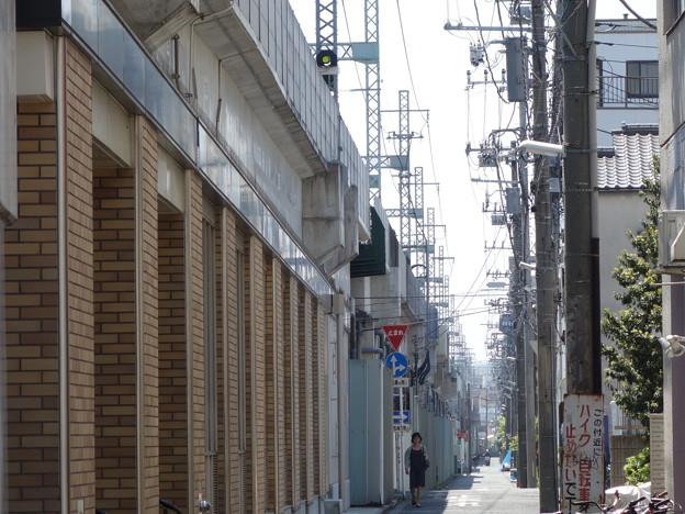 高架線沿い (横浜市中区前里町)
