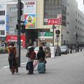 徳島県徳島市の高徳本線徳島駅前の白ポストと周囲。(2015年)