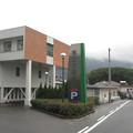 徳島県三好市の三野病院入口付近。(2015年)