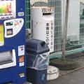 徳島県阿波市の市場地区市民グランド北側駐車場の白ポスト、向かって左。(2015年)