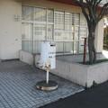 徳島県藍住町の緑の広場管理棟前の白ポストと周囲。(2015年)
